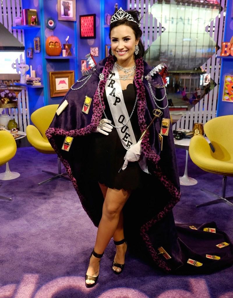 """halloween fail Demi Lovato's """"Trap Queen"""" Pun Costume"""