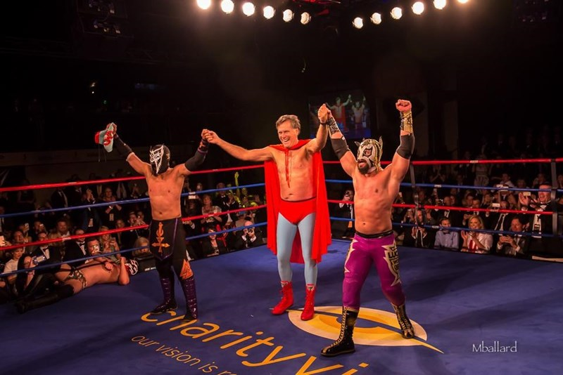 Watch Mitt Romney Fight Two Luchadores While Dressed As Nacho Libre on oscar de la hoya mario lopez fight in the ring