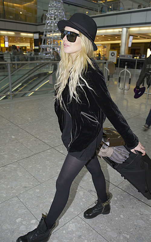 Lindsay Lohan Arriving At Heathrow Airport (USA AND OZ ONLY)