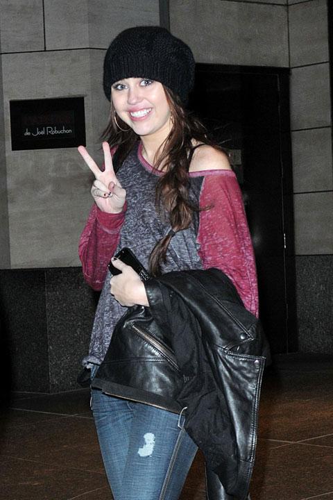 35687PCN_Miley01