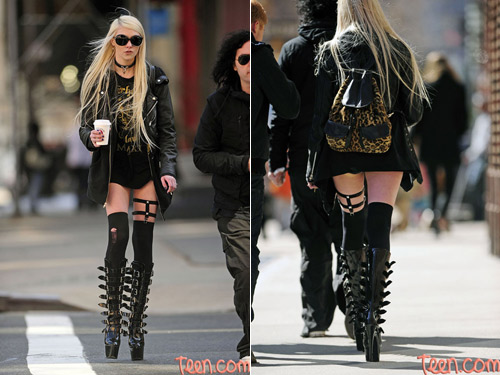 taylor-momsen Archives